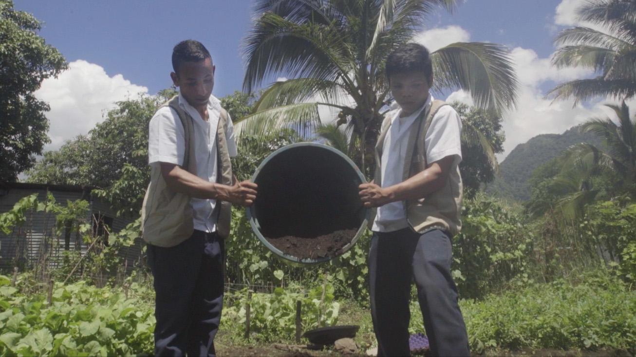 El alumnado de la escuela de la Merced en El Salvador tiene clara su prioridad: cuidar de la tierra