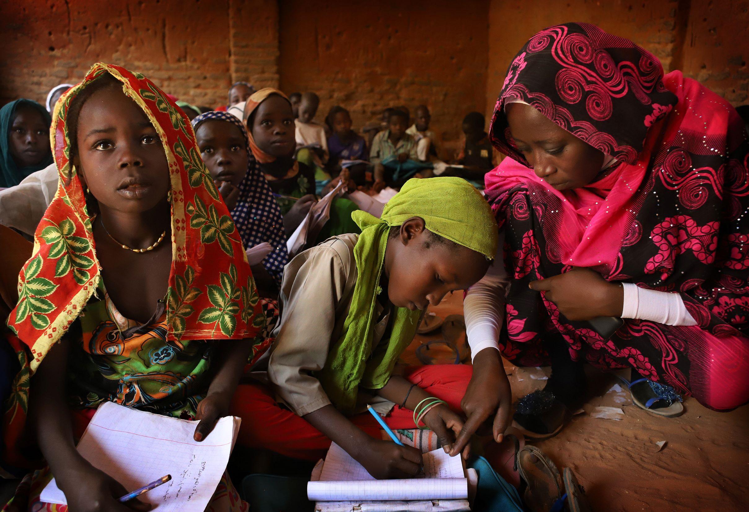 El rol clave de las maestras en la educación de las niñas
